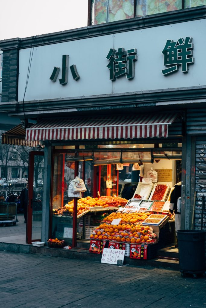 the traditional fruit shops ichina are embracing the advantage of O2O channels in China during covid to sustain their business and reach to their neighborhood clients